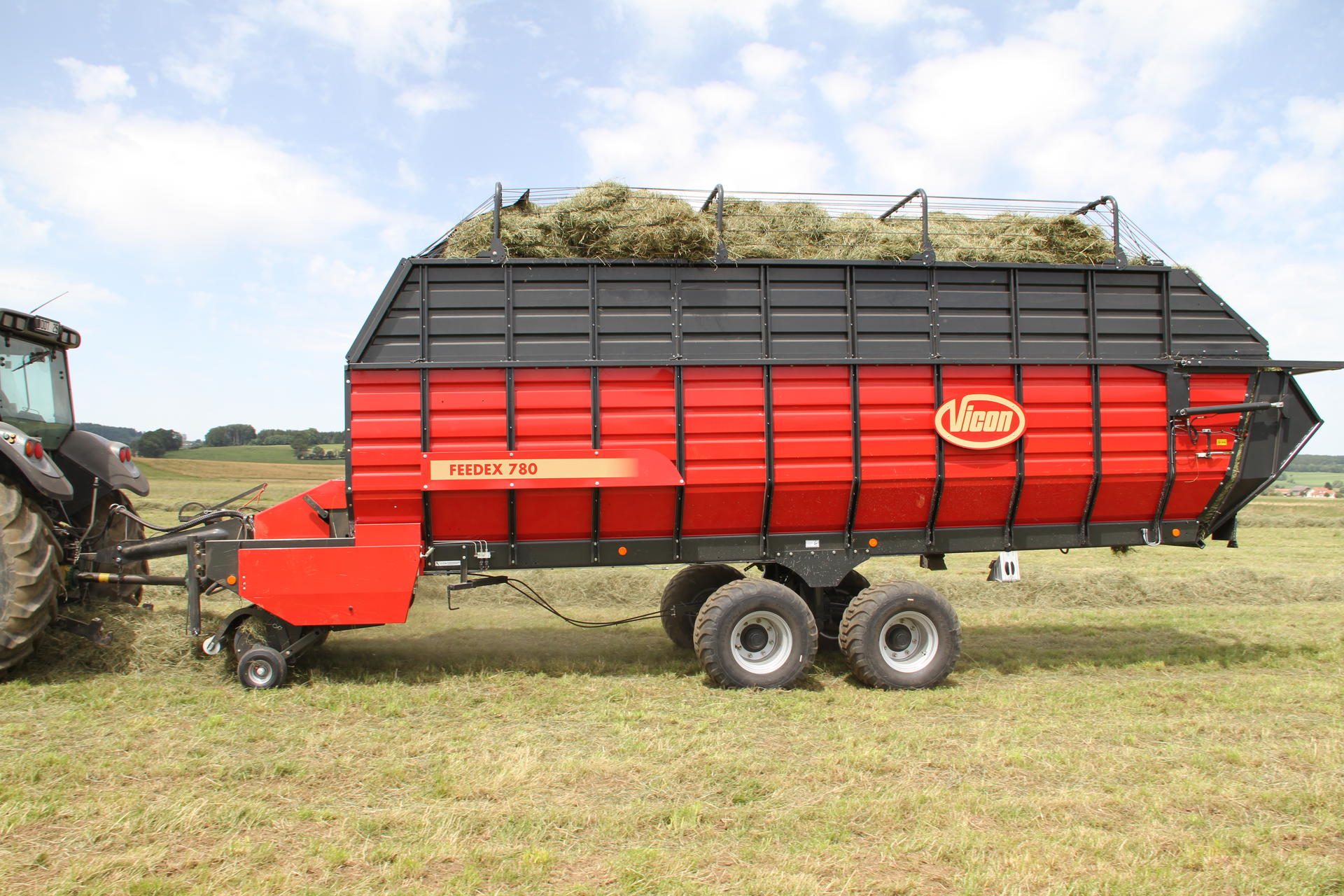 auction image feeder wagon sold item bale apache for round november hay