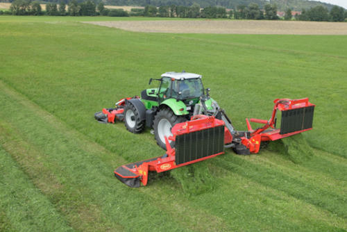 Heavy duty high performance mower conditioner combination with swath belts